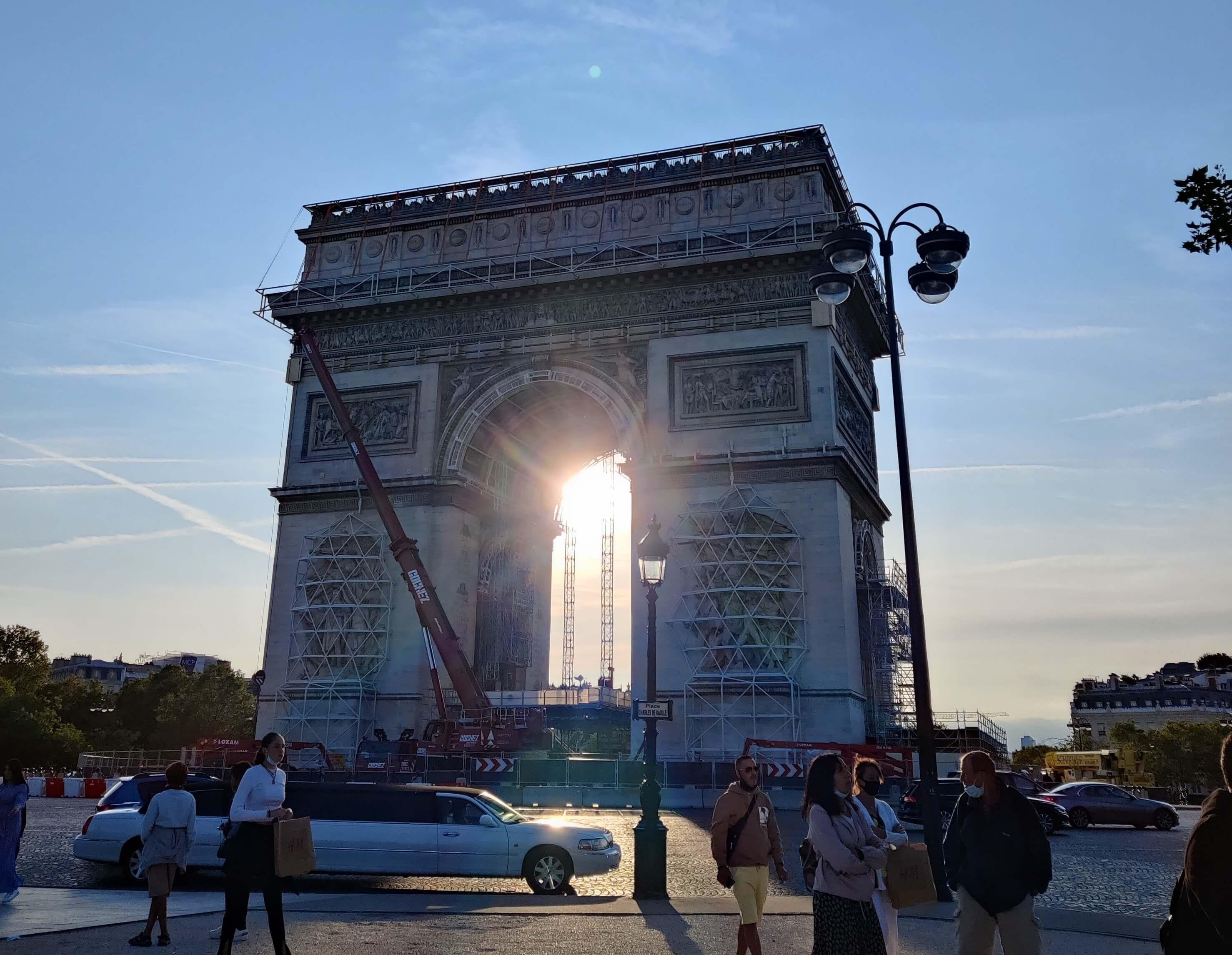Arc de Triomphe - Future of Commuting